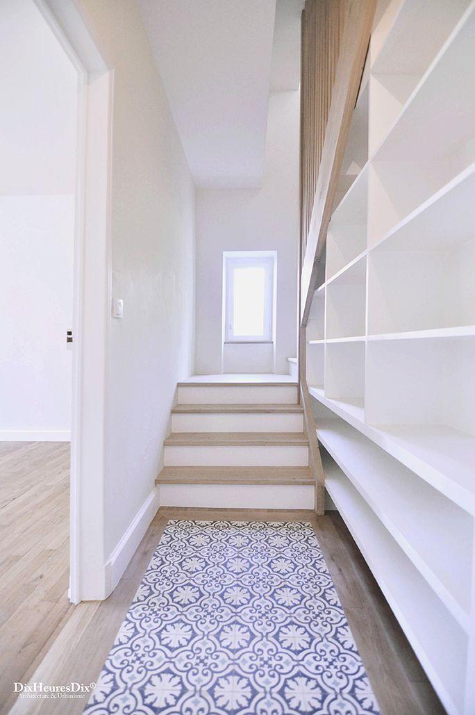 Escalier en chêne avec bibliothèque incrustée