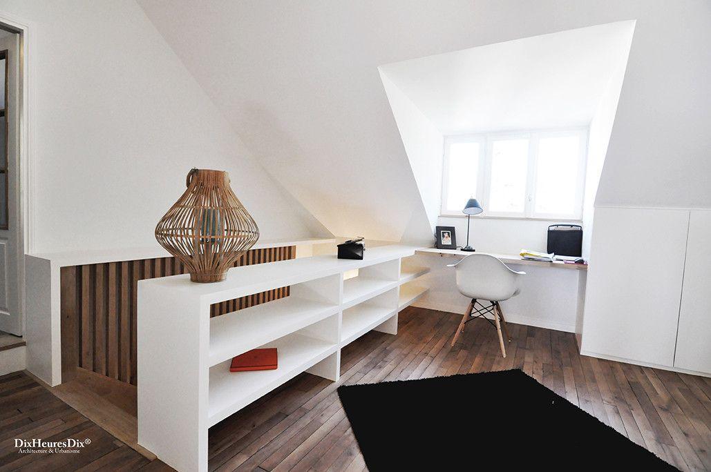 Entrée meublée totalement aménagée. Comprenant un bureau incrusté. Aménagement moderne et sobre avec un tapis et de la boiserie dans une résidence secondaire