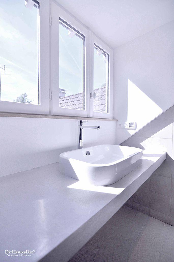 Vasque de la salle de bain présente à l'étage