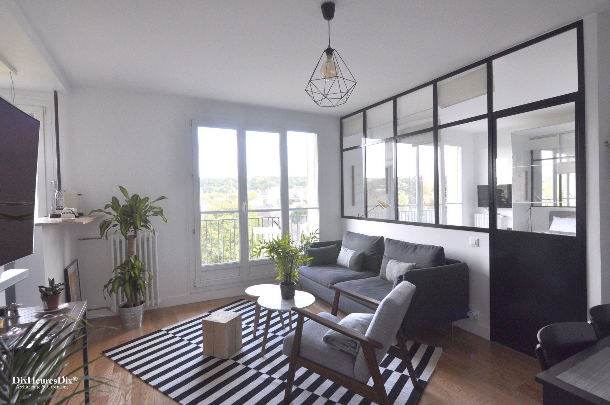 Espace salon vu de l'entrée, aménagé avec un espace optimisé