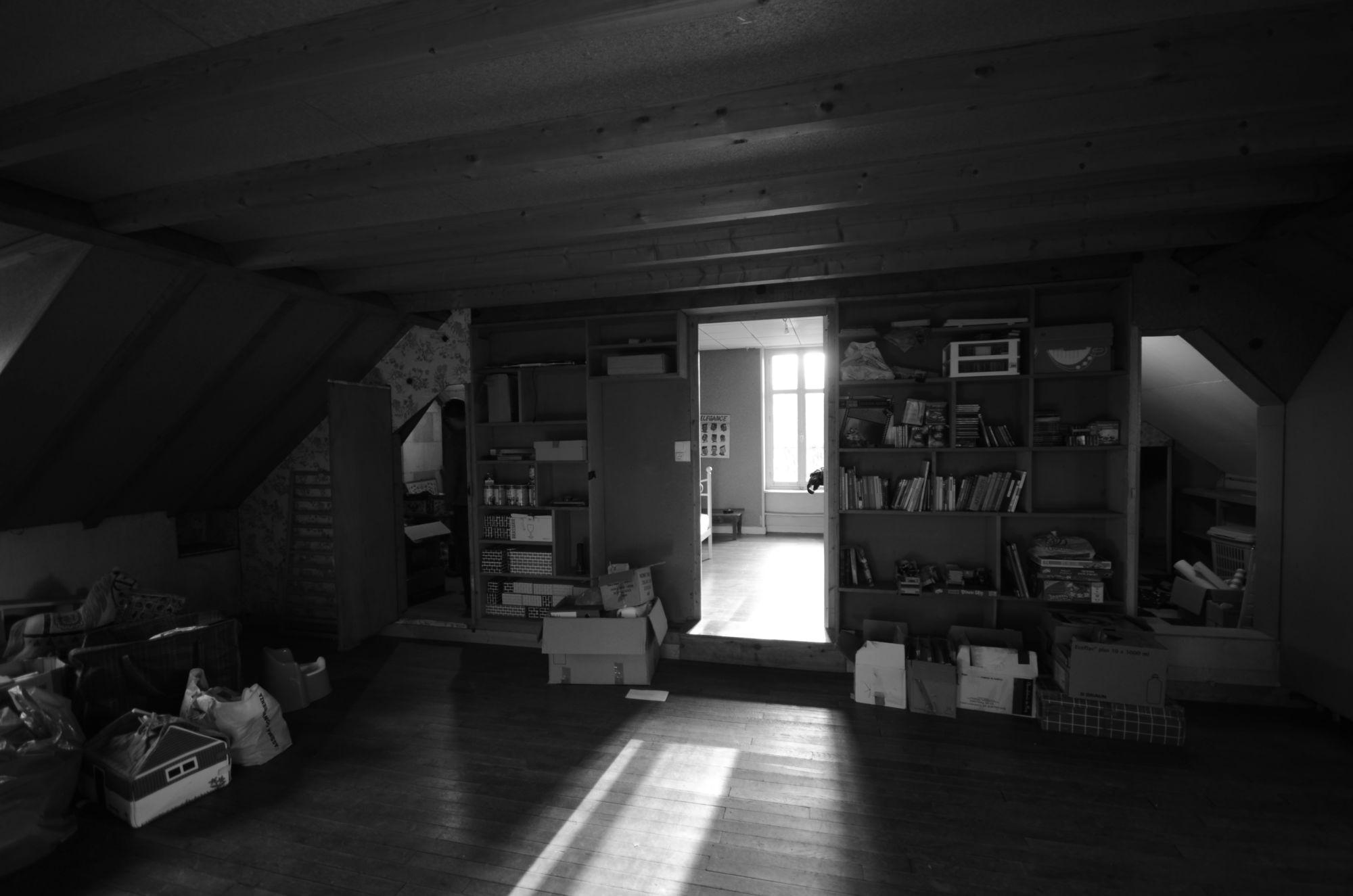 Chambre dans les combles avant rénovation