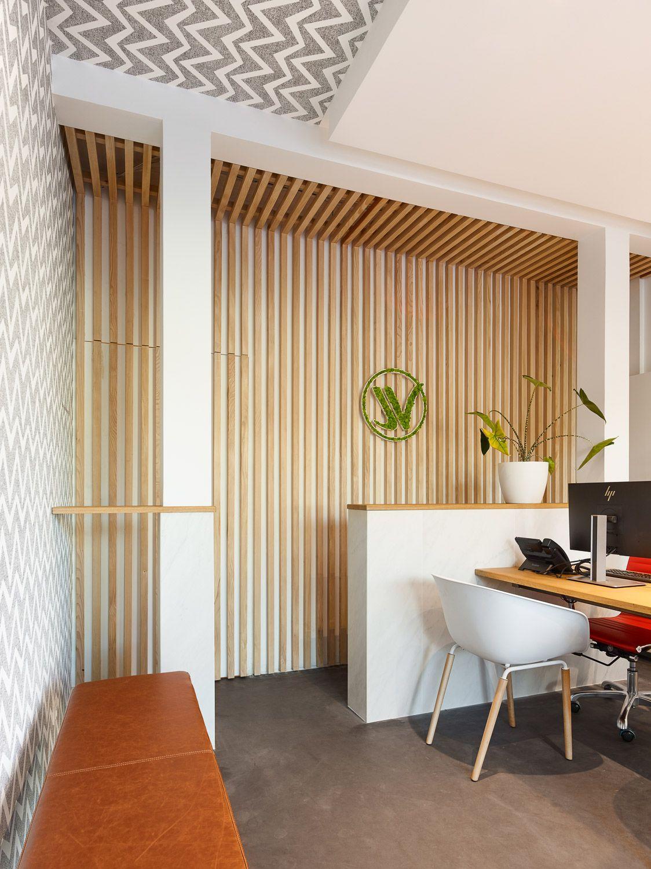 Bardage bois, bureaux, espace attente, banquette, papier peint