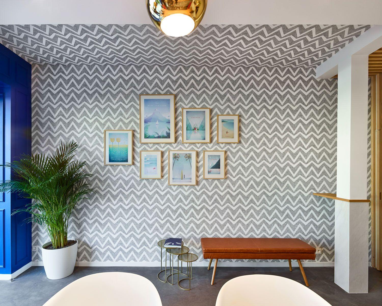 Salle des pas perdus, mur graphique, papier peint, banquette