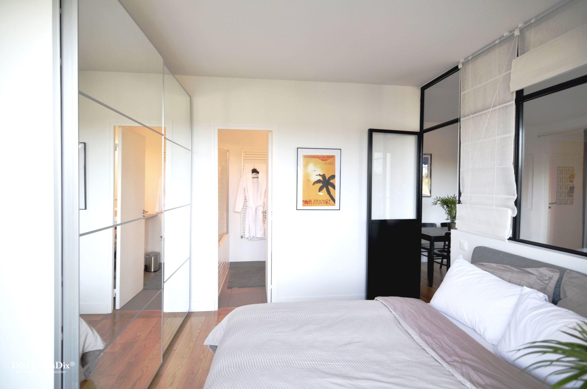 Vu de l'accès direct de la salle de bain par la chambre