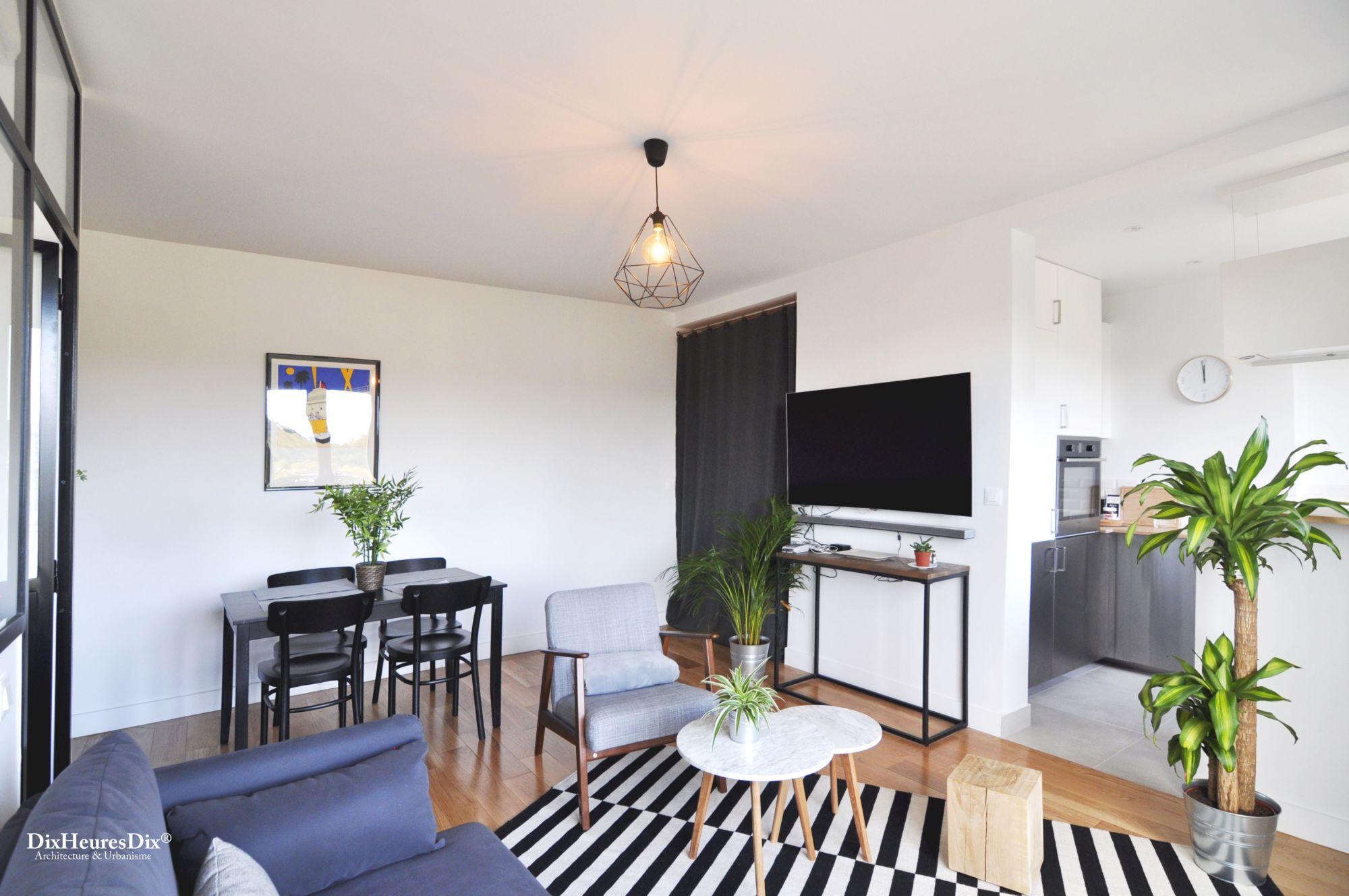 Photo de l'espace principale, pièce à vivre avec vue sur le coin salle à manger