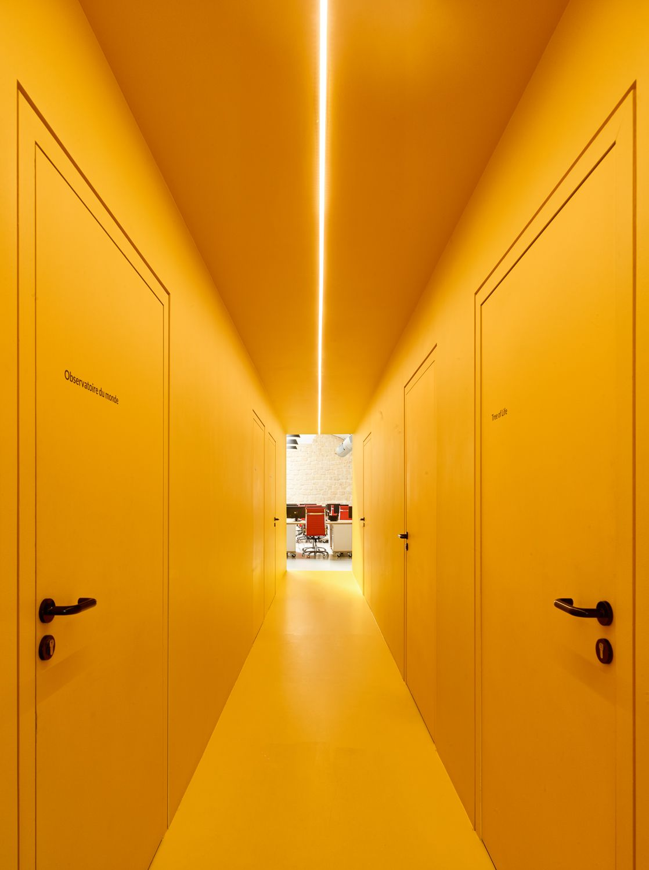 10h10-couloir jaune